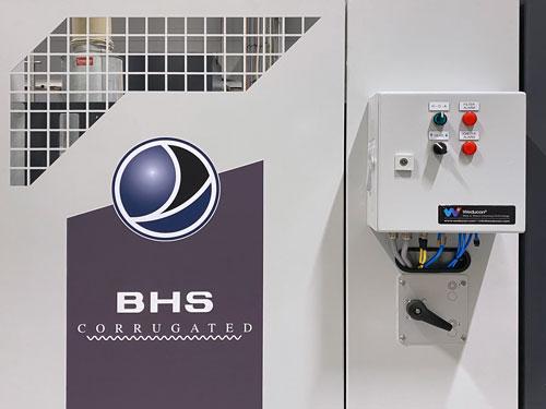 controles-integrados-limpieza-de-bandas-corrucleaner-corrugadora-bhs-DS-Smith